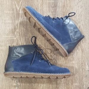 Clark's blue suede leather chukka boot size 9.5